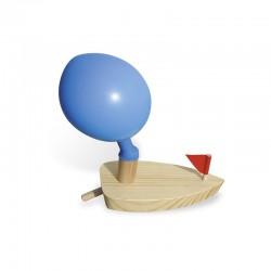 Barco de vela motorizado por un globo
