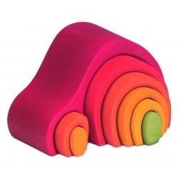 Casita de color rojo con piezas para encajar de madera
