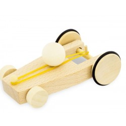 Coche de madera motorizado por una goma elástica