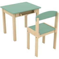 Escritorio con rollo de papel y silla